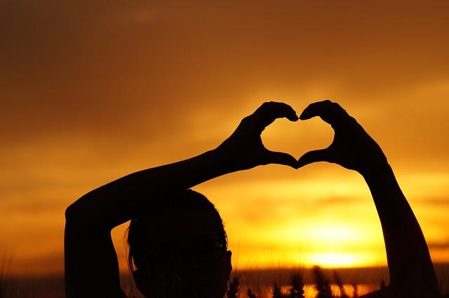 love-826934_640